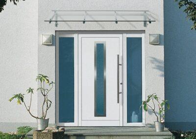 Drzwi z naświetlami i przeszkleniem